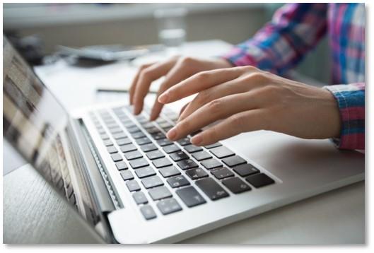 komputer ręce.jpg